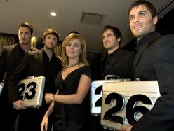 Le Banquier presentation de l'emission aux journalistes a Hotel St-Paul, Montreal. Julie Snyder avec les mannequins.
